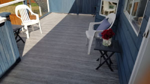 Small deck covered in Duradek vinyl